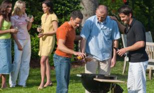 Nachbarschaftsfest – Anstoßen auf gute Nachbarschaft