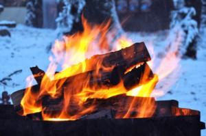 Lagerfeuer im Winter