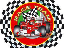Dröhnende Motoren auf dem Circuit