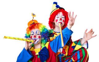 Kinder als Clowns