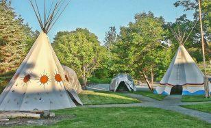 Keine Indianerparty ohne Tipi – kleine Indianer packen mit an