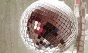 Disco Fever mit 50 – garantiert nicht leicht zu therapieren!