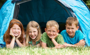Übernachtungsparty im Zelt