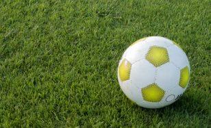 Mit deiner Fußballparty stimmungsvoll durch die Sommerpause