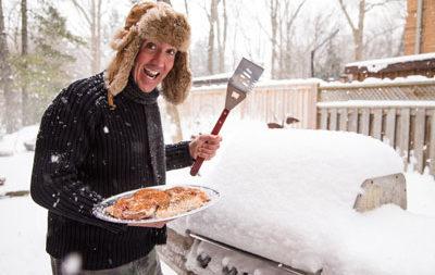 Gegrillte Schneegänse im kanadischen Winter