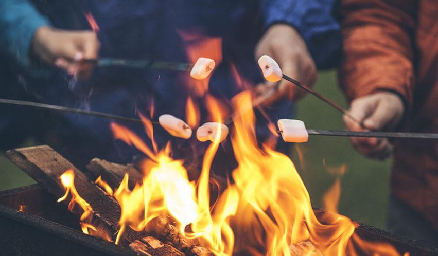 Lagerfeuer-Romantik für Große – Partyspiele für Erwachsene