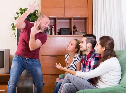 """Hey  was heißt hier eigentlich """"zu alt""""? – Partyspiele für Erwachsene"""
