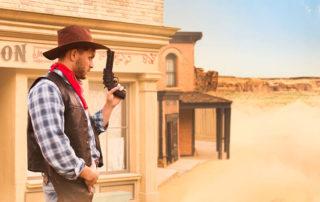 Cowboy vor dem Saloon