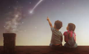 Mädchen lieben Weltraumfahrer – schwerelos ins Geburtstagsglück