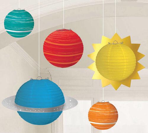 Lampions mit Sonne und Planeten