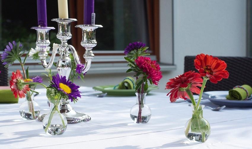 Tischdeko Blumen im Sommer