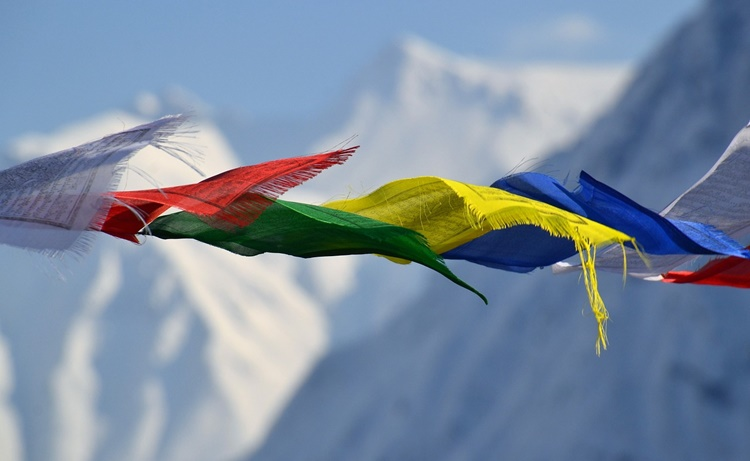 bunte Fahnen in Tibet